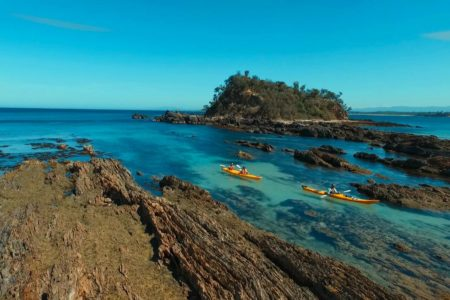 kayaking-tour-batemans-bay-rocks